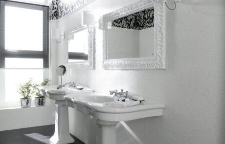honosné bílé obklady do koupelen