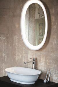 Zrcadlo a umyvadlo