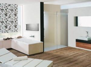 Barevná koupelna dřevěná dlažba